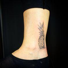 #finelinetattoo #fineart #ananas #ananastattoo #ankletattoo Ankle Tattoo, S Tattoo, Leaf Tattoos, Tattoo Studio, Fine Art, Dyes, Fine Line Tattoos, Ankle Tattoos, Visual Arts