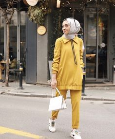 Image may contain: 1 person, standing and outdoor Pakistani Fashion Casual, Modern Hijab Fashion, Hijab Fashion Inspiration, Islamic Fashion, Muslim Fashion, Modest Fashion, Fashion Dresses, Casual Hijab Outfit, Casual Outfits