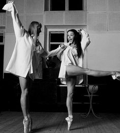 Audrey Hepburn and Grace Kelly on pointe!