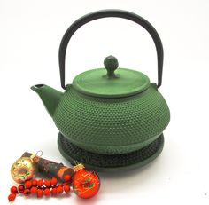 A medium size cast iron tea pot with infuser chamber that serves 2-3. Place your organic loose leaf tea in the chamber and brew multiple cups of tea at a time all the while keeping your tea nice and w