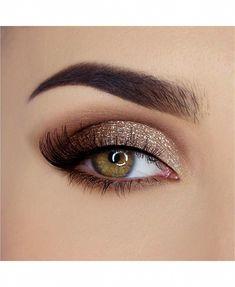 Eye Makeup Glitter, Eyeshadow Makeup, Eyeshadow Palette, Makeup Palette, Prom Eye Makeup, Makeup Hazel Eyes, Dress Makeup, Simple Prom Makeup, Burgundy Eyeshadow