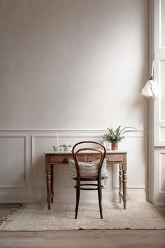 Colore pareti Kinfolk style a casa di Nina Plummer studio Decor, Home Decor Kitchen, Home Decor Inspiration, House Design, Interior, Traditional House, Cozy House, Home Decor, Apartment Decor