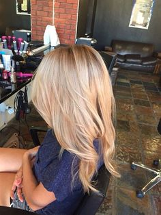 Hair and style! Blonde balayage hair Hair and style! Hair Day, New Hair, Purple Shampoo For Blondes, Hair Color And Cut, Gorgeous Hair, Gorgeous Blonde, Perfect Blonde, Gorgeous Makeup, Great Hair
