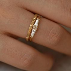 Beautiful Engagement Rings, Vintage Engagement Rings, Bridal Rings, Wedding Rings, Unique Wedding Bands, Wedding Stuff, Vintage Diamond Wedding Bands, Art Deco Diamond, Art Deco Ring