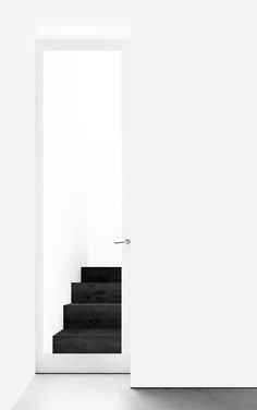 Sliding door and black stairs. Minimal living by Saint Studio Minimal Living, Minimal Home, Minimal Architecture, Interior Architecture, Black And White Interior, Black White, Minimalist Design, Minimalist House, Minimalist Lifestyle