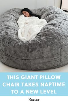 This Giant Pillow Chair Takes Naptime to a Whole New Level Giant Bean Bag Chair, Bean Bag Bed, Diy Bean Bag, Giant Bean Bags, Bean Chair, Room Ideas Bedroom, Bedroom Decor, Bean Bag Living Room, Cute Room Decor