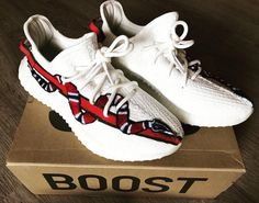Yeezy boost 350 x gucci Sneakers Mode, Best Sneakers, Custom Sneakers, Custom Shoes, Sneakers Fashion, Fashion Shoes, Shoes Sneakers, Sneaker Outfits, Zapatillas Nike Force