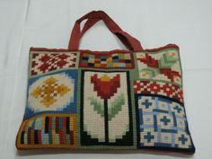 Bolsa bordada a mão em meio ponto com motivo de patchwork e tulipa....
