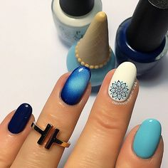 Blue gradient nail art and mandala. Blu- Polishes are Alpine Snow from and You Blue It! Different Types Of Nails, Nail Art Videos, Gradient Nails, Stamping Nail Art, Super Nails, Dream Nails, Easy Nail Art, Nail Tutorials, Simple Nails