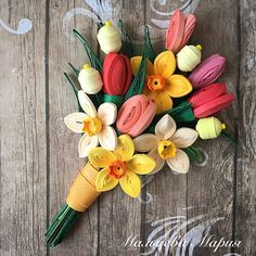 Весенние цветы в технике квиллинг, quilling. Нарциссы, ягодки и тюльпаны.