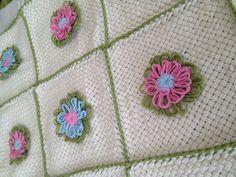 Detalle a telar con flores