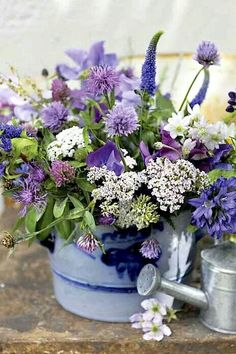 flowers.quenalbertini: Country flower arrangement