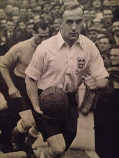 England captain Billy Wright England International, International Football, School Football, Football Team, 3 Lions, England Players, British Football, England National, England Football