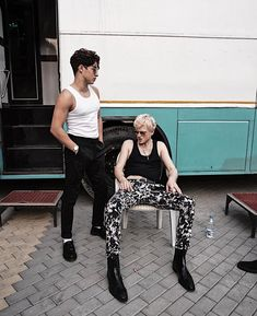 Bradley Will Simpson and Tristian Evans of The Vamps Brad The Vamps, Simpsons Drawings, Tv, Brad Simpson, Bradley Will Simpson, Eleanor Calder, Perrie Edwards, Good Looking Men, Liam Payne