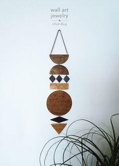 This DIY hanging sculpture is jewelry for the wall. Diy Wall Art, Diy Wall Decor, Diy Art, Boho Diy, Boho Decor, Clay Crafts, Home Crafts, Carillons Diy, Objet Deco Design