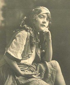 photo gypsy girl with scarf