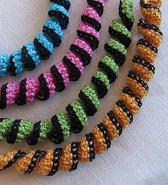 Love these crochet necklaces  by virkpia. Free pattern  Scarves necklace - Crochet Me