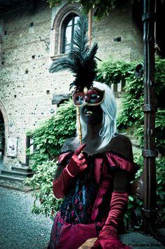 Tyala from Leodhrae http://www.aurorafilippi.com/  Photo by: Francesca Solari https://www.facebook.com/Francesca-Solari-Photography-454269394624161/ Location: Grazzano Visconti (Italy) #leodhrae #fantasy #costume #cosplay #book #novel #fairyland