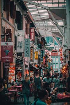 Chinatown street market. Download this photo by Lily Banse on Unsplash Singapore Sights, Singapore Things To Do, Singapore Attractions, Singapore Itinerary, Singapore Photos, Singapore Travel, Singapore Food, Singapore Packages, Singapore Guide