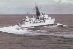HMS Diana D126 turn at speed Indian Ocean 1964.