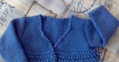Chaqueta azul   Ya estoy aquí otra vez, como veis mis propósitos de publicar a menudo no han sido pos... Sweater Hat, Knit Cardigan, Knitting For Kids, Baby Knitting Patterns, Crochet Baby, Knit Crochet, Knitted Baby, Knit Baby Sweaters, Bebe Baby