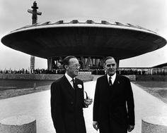 Het bestaan ervan wordt ondersteund door getuigeverklaringen van Duitse onderzeebootcommandanten. Beluister hier de uitzending van het journalistieke onderzoeksprogramma Argos op Radio1 over koopmanschap, spionage en dubbelspel van Phillips met de NAZI'S. Na de IIde wereldoorlog hielp Nazi Prins Bernhard vooraanstaande Nazi's vluchten via Zwitserland met de KLM naar Argentinië.