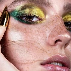 Whenever you do eye makeup, make your eyes look brighter. Your eye makeup should make your eyes stand out among the other functions of your face. Makeup Trends, Makeup Inspo, Makeup Inspiration, Beauty Makeup, Hair Makeup, Makeup Ideas, Makeup Tips, Eyeshadow Tips, Green Eyeshadow