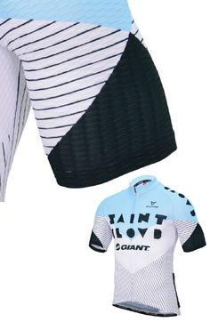 Saint Cloud sleeve detail