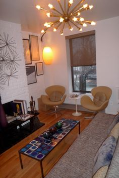 Original Florence Knoll Parallel Bar Sofa, Roger Capron Ceramic Tile Table, Arne Jacobsen Swan Chairs (original)