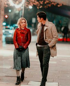 "Emilia Clarke and Henry Golding in ""Last Christmas"" Last Christmas Movie, Christmas Movie Quotes, Love Movie, Movie Tv, Movie Scene, Series Movies, Movies And Tv Shows, Emilia Clarke Last Christmas, Emelia Clarke"