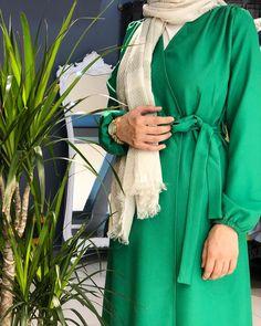 Yandan Bağlamalı Trenç Stoklarda 🤗🍃 120 cm uzunluk 36/38/40/42 beden aralığında 🤗 Fiyat:89.99₺ Abaya Fashion, Muslim Fashion, Kebaya, The Dress, Casual Outfits, Casual Clothes, Wrap Dress, Abaya Style, Ftm