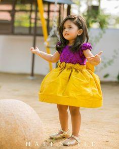 Girls Frock Design, Baby Dress Design, Kids Frocks Design, Baby Frocks Designs, Kids Dress Wear, Kids Gown, Gowns For Kids, Kids Party Wear Dresses, Kids Wear