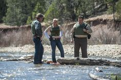 Absaroka County's Sheriff Walt Longmire (Robert Taylor) and his deputies Vic Moretti (Katee Sackhoff) and Ferg (Adam Bartley) investigate a crime scene. Photography: Netflix.