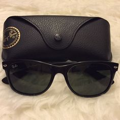 Ray-Ban Wayfarer - black Ray-Ban black wayfarers - in Like new condition! Cleaning cloth still in original plastic casing. Only worn a couple of times Ray-Ban Accessories Sunglasses
