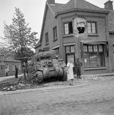 Tank photo. A baker from the Dutch town of Aalst (Aalst) takes a pose with the Irish Guards M4 Sherman tank.