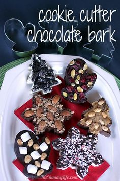 Chocolate Bark in Cookie Cutter Shapes Cookie Cutter Chocolate Bark. Six easy bark flavors in festive shapes for any occasion. Melting Chocolate Chips, Chocolate Bark, Melted Chocolate, Holiday Treats, Holiday Recipes, Holiday Parties, Candy Recipes, Dessert Recipes, Desserts