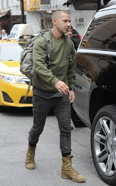 """Shia LaBeouf """"Live"""" by Rob Cantor Lainey Gossip Entertainment Update - Street Style Outfits Shia Labeouf, Rugged Style, Look Fashion, Urban Fashion, Mens Fashion, Stylish Men, Men Casual, Mode Man, Herren Style"""