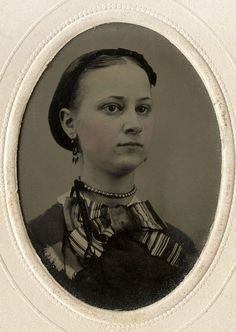 CIVIL WAR ERA TINTYPE PHOTO OF A YOUNG WOMAN WEARING EARRINGS AND PEARL NECKLACE