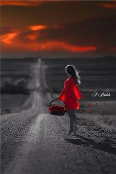 Chiara Anna...I segreti di una donna...si rifugiano sempre li...in quel tramonto ..che ti porta a seguire la strada ..di nuove emozioni..che raccogli delicatamente ..come se fossero petali di rose ..che danno quella giusta fragranza..che accentua la fantasia