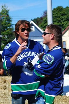 Jared Padalecki and Jensen Ackles Pre-Race--I'd love to know what Jared is saying!