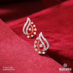 Diamond Earrings by the brand Manubhai Jewels Gold Ring Designs, Gold Bangles Design, Gold Jewellery Design, Designer Jewellery, Designer Wear, Jewelry Design Earrings, Gold Earrings Designs, Ear Jewelry, Gold Jewelry