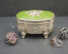 Retro boîte à bijoux orné d'une rose / par LaMachineaBrocantes