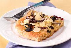 Focaccia on Italiasta peräisin oleva litteä leipä. Se maistuu keittojen tai salaattien kanssa tai ihan sellaisenaan väli- tai iltapalana. http://www.valio.fi/reseptit/punasipuli-oliivifocaccia/