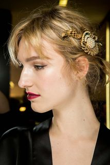 Dolce & Gabbana Fall 2015 Ready-to-Wear Fashion Show Beauty Show Beauty, Beauty News, Beauty Full, Beauty Trends, Dolce & Gabbana, Backstage, Beauty Photos, Colorful Fashion, Wedding Hairstyles