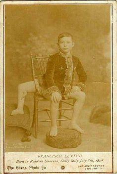 Telex: Egy háromlábú, kétpéniszű szicíliai férfi volt a 19. századi cirkuszok gigasztárja Twins In The Womb, Tarzan Movie, Human Oddities, Bearded Lady, Freak Flag, Half Man, History Of Photography, Life Pictures, Nature Pictures