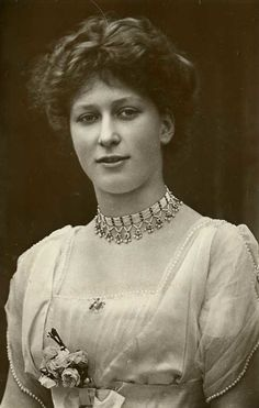 Princess Royal Mary, daughter of King George V and Queen Mary, later Countess of Harewood Queen Victoria Children, Princess Victoria, Princess Mary, Queen Mary Of England, Victoria Reign, Royal Jewels, Royal Tiaras, King George, Queen Elizabeth Ii