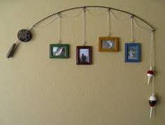 (cute for a fishing themed boy room) Old Fishing Pole.re-purposed into a unique & rustic picture hanging decoration for the wall. Just attach assorted pictures by string on the pole and hang up. Love the bobbers as decoration! Do It Yourself Upcycling, Do It Yourself Decoration, Do It Yourself Baby, Rustic Pictures, Wedding Pictures, Home And Deco, Recycling, Sweet Home, Diy Projects