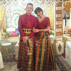 Indonesian Wedding, Batik Dress, Ethnic Dress, Muslim Couples, Kebaya, Traditional Dresses, Pretty Dresses, Wedding Gowns, Bridesmaid Dresses