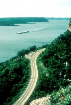 Great River Road National Scenic Byway -  The byway stretches across 10 states — that's Minnesota, Wisconsin, Iowa, Illinois, Missouri, Kentucky, Tennessee, Arkansas, Mississippi and Louisiana