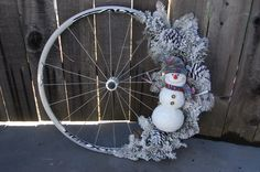 39 upcycling ideas with old bicycle tires, Bicycle Decor, Old Bicycle, Bicycle Tires, Bicycle Wheel, Bike Wagon, Bicycle Crafts, Bike Craft, Christmas Swags, Christmas Crafts